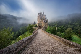 Morgennebel um Burg Eltz / Fog at Eltz castle